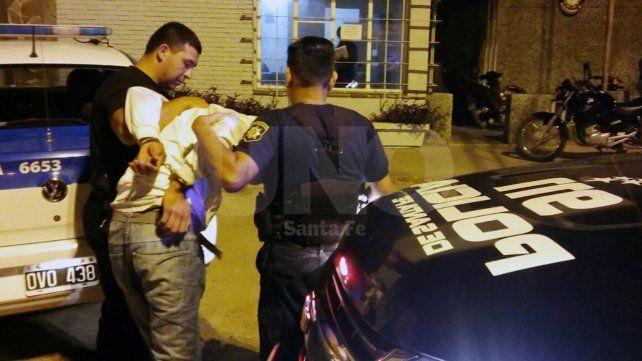 Detuvieron a un delincuente luego de robar una moto a punta de pistola