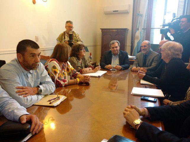 Diálogo. La reunión estuvo presidida por el ministro de Gobierno