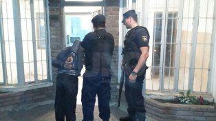 Santo Tomé: atraparon a un violento delincuente que intentó robar varias viviendas