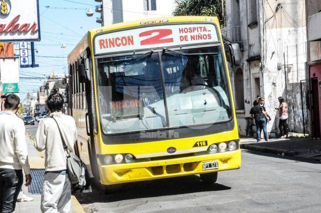 Los colectivos vuelven a circular por calle 9 de Julio