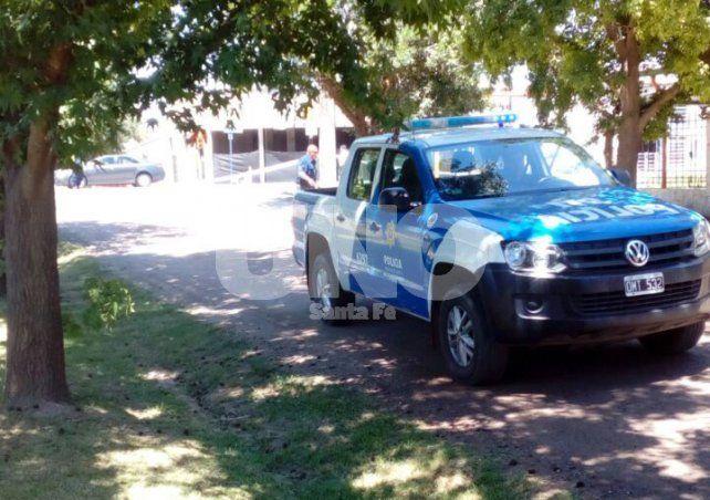La policía se hizo presente en el lugar luego que los vecinos y transeuntes denunciaron el hecho