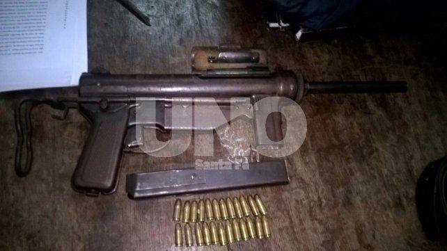 Rosario: feroz tiroteo con secuestro de una ametralladora con 24 balas en el barrio La Lata