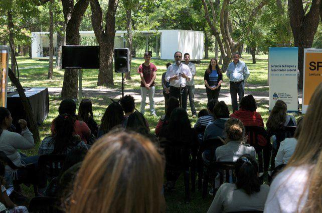 Escuelas de Trabajo: Construir un mejor futuro para los jóvenes de la Ciudad