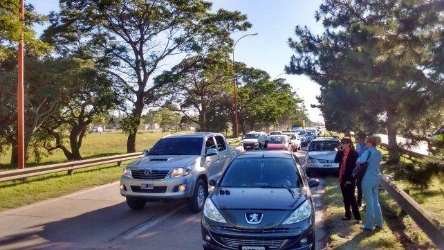 Tres choques en cadena en media hora complicaron el tránsito sobre la 168