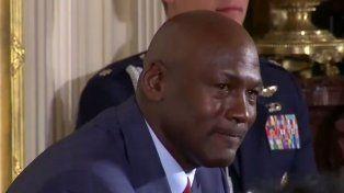 Barack Obama hizo llorar a Michael Jordan y hasta lo cargó