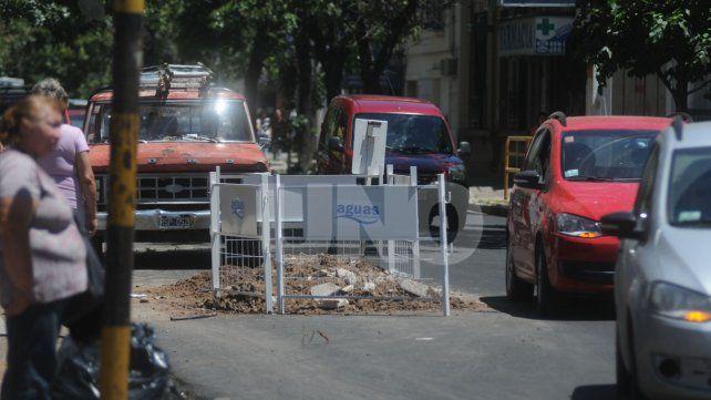 No duró ni un día: Assa rompió una calle a horas de su repavimentación