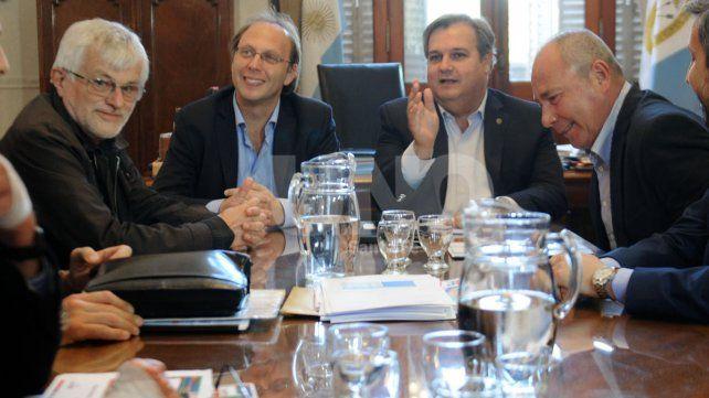 Los gremios estatales se reúnen con el Gobierno y esperan conocer el monto del bono