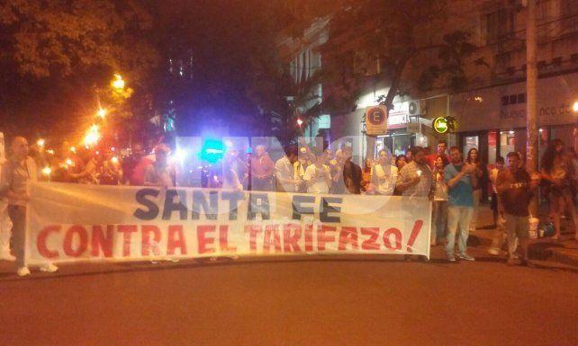 Velazo: santafesinos reclamaron frente a la EPE en contra de los aumentos tarifarios