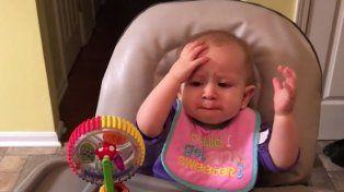 Así reacciona la bebé después de probar por primera vez el brócoli