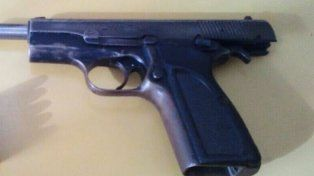 Barrio El Abasto: un tiroteo terminó con un hombre aprehendido con arma y munición de guerra