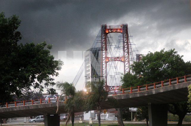 Con intensas lluvias y caída de granizo en la ciudad, renuevan el alerta a corto plazo