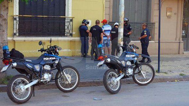 Desesperada. La mujer gritó y las autoridades actuaron enseguida para dar con el muchacho que le había arrebatado la cartera.