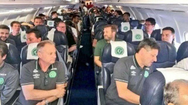 Al menos 76 personas murieron en la tragedia del avión de Chapecoense en Colombia