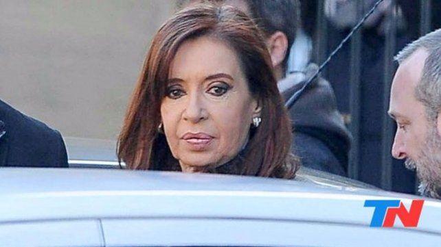 Cristina cumplió con los trámites ante Bonadío y se retiró sin hacer declaraciones