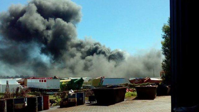 Incendio y explosión en una fábrica de máquinas agrícolas en Las Parejas