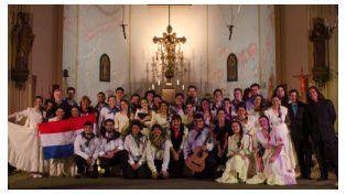Un grupo coral santafesino le cantó al Papa Francisco en Italia