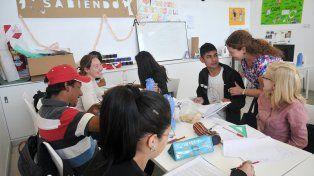 Escuelas de Trabajo: Dictan talleres de apoyo escolar en El Alero de Coronel Dorrego y el CIC de Facundo Zuviría