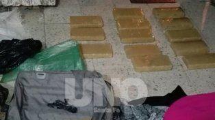 Sorpresa. Al abrirla encontraron en el interior una suma de 12 ladrillos con marihuana prensada.
