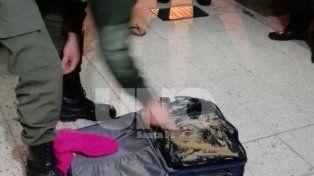 Peritaje. Los uniformados constataron una valija que sobraba en la bodega del micro y hubo sospechas.