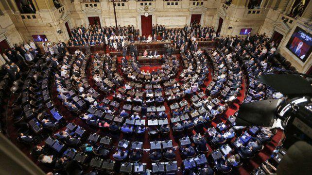 Congreso. Oficialismo y oposición pujan para hacer prevalecer sus proyectos y negocian modificaciones.
