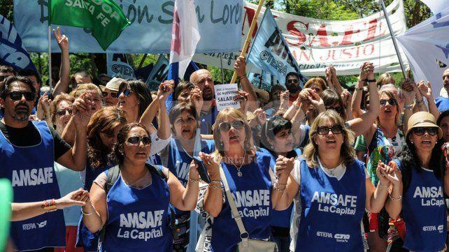 Salario. Los educadores insistieron con que la pérdida de poder adquisitivo supera la propuesta.