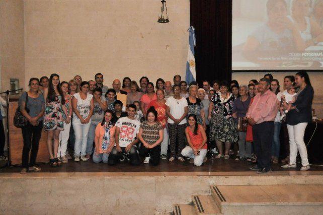 Escuelas de Trabajo: entregaron certificados del programa Talleres en los barrios