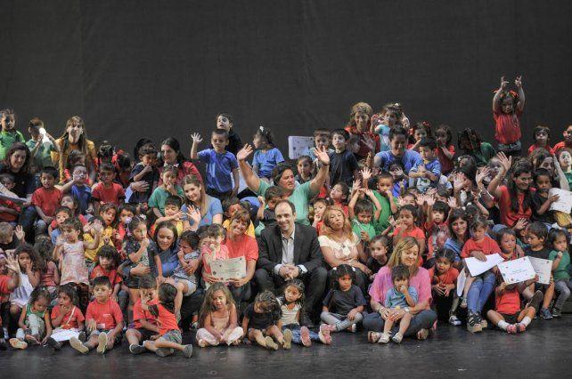 Más de 400 alumnos de los jardines Municipales recibieron su diploma
