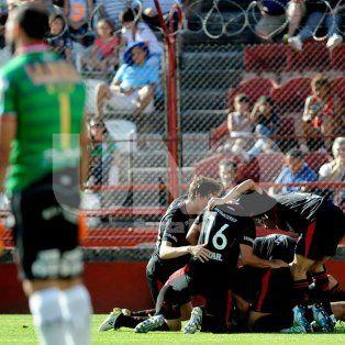 Colón derrotó 3 a 1 sobre el final a Huracán con el gol y la atajada del año