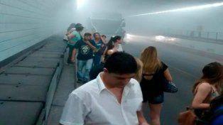 evacuaron un colectivo en pleno tunel subfluvial por una falla tecnica