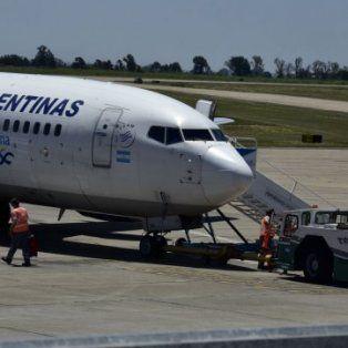 rosario: un avion no pudo despegar porque se le adhirio asfalto al tren de aterrizaje