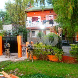 Golpe. En la mañana del sábado, la Policía provincial irrumpió en la vivienda de Alto Verde.