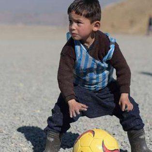 el nino afgano que conmovio al mundo cumplio su sueno: conocio a messi