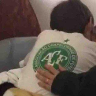 uno de los sobrevivientes de la tragedia del chapecoense se reencontro con su hijo