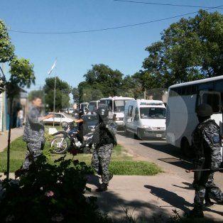trasladaron 140 presos alojados en comisarias a la carcel de las flores