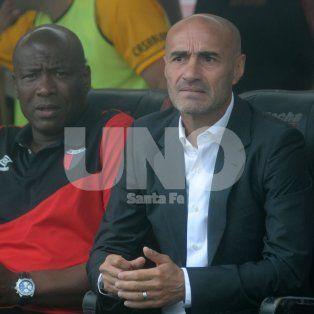 Paolo Montero está en la órbita de tres clubes, aunque el Canalla pretende contratarlo antes de fin de año.