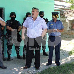 El gobernador de la provincia de Corrientes, Ricardo Colombi junto al comisario mayor José Moyano, a cargo de la Dirección de Prevención y Control de Adicciones de la policía de Santa Fe.