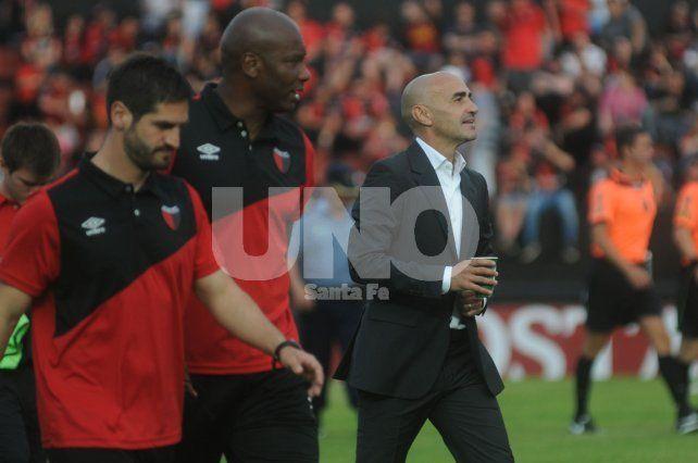 Paolo Montero hizo formal su renuncia como entrenador de Colón. Los dirigentes le buscan un sucesor.