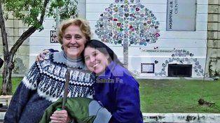 Marta Nicola y Magalí Ortega. Madre e hija recolectaron 260 piezas de corazones hechos con la técnica del mosaiquismo.