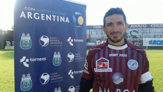El arquero santafesino tuvo su última experiencia como futbolista en el club Deportivo Merlo.