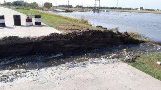 El actual estado de las aguas en el corte de cinta asfaltica de ruta 94 Teodelina.