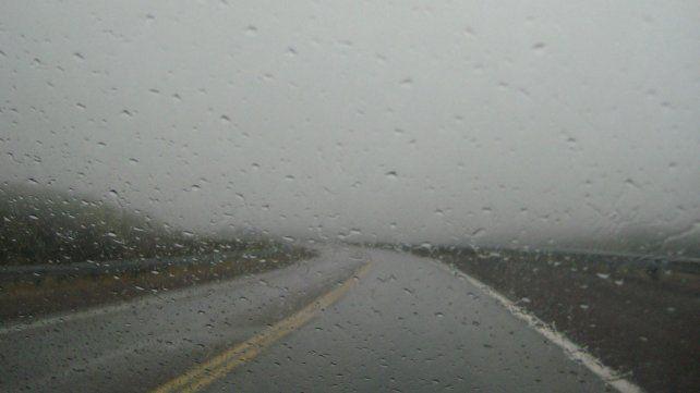 El temporal de viento y agua causó cortes de rutas que complican el tránsito en la región
