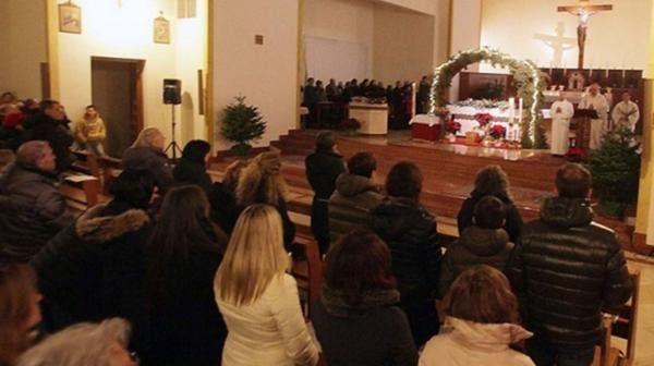 Acusan a un sacerdote italiano de organizar orgías en su parroquia con 15 amantes y prostituirlas