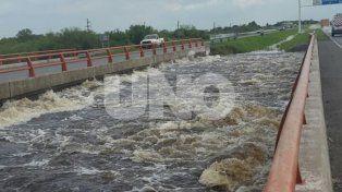 Las impactantes imágenes del Arroyo Colastiné sobre la autopista Rosario - Santa Fe