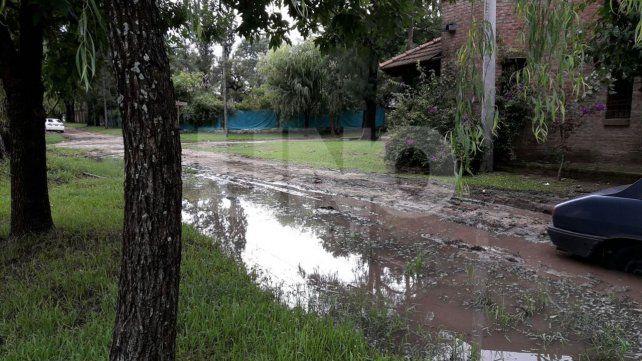 Calles anegadas e intransitables en la localidad de Rincón