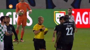 El video viral de la increíble expulsión de un futbolista portugués