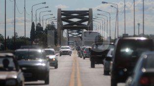 Carretero. El viejo puente se ve colapsado varias veces al día en horarios pico