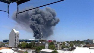 Impresionante incendio de una fábrica de colchones en Buenos Aires