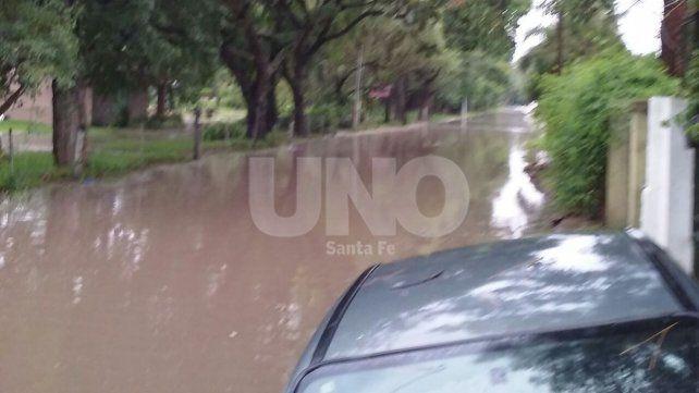 La fuerte lluvia provocó anegamientos en calles de Rincón