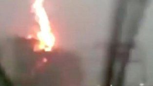 Un rayo impactó contra un camión en plena autopista en Rusia
