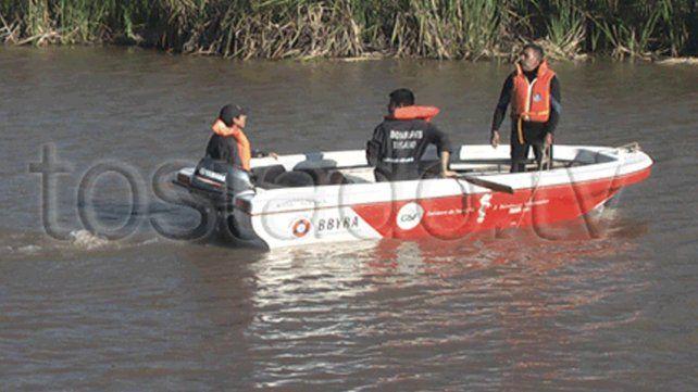 unas 5 horas estuvo el personal trabajando en busca del adolescente que desapareció en las aguas del río.